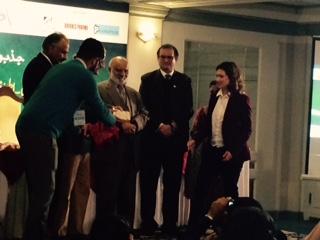 Dr. Zaman receives Atraaf Heroes award